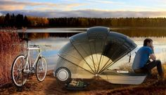 Kempingowy Kokon - to pomysł Alejandro Castelao na wytrzymałe, lekkie i łatwe w transporcie miejsce noclegowe dla miłośników rowerów. W trakcie jazdy Kokon jest w pełni płaski i umożliwia przewożenie na nim niezbędnych w podróży rzeczy. Zainteresowany? Ręka w górę!
