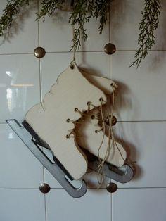 Schlittschuhe (ca. 27cm hoch) von Woodlouse auf DaWanda.com