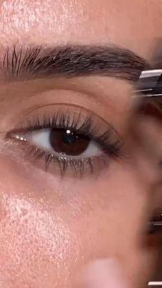 Brown Eyeliner, Pencil Eyeliner, Makeup Life Hacks, Eyeliner Tutorial, Makeup Techniques, Makeup Videos, Natural Makeup, Makeup Inspiration, Eyebrows