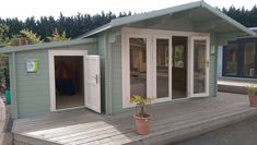 Trendy Garden Shed Interiors Cabin Backyards Ideas Log Cabins Uk, Garden Log Cabins, Garden Lodge, Garden Shed Interiors, Garden Sheds, Log Cabin Exterior, Summer House Garden, Summer Houses Uk, Shed Homes