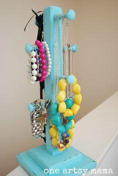 Great idea, create your Chic Jewelry Organizer  Una buena idea, crea un organizador para tu joyeria,