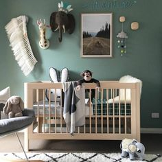 babyzimmer farben grüne wände grauer sessel Best Picture For Baby Room woodland For Your Taste You are looking for something, and it is going to tell you exactly what you are looking for, and you didn