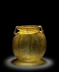 fabionardini: Roman Amber-colored Glass Storage Jar — Circa Centuries CE (via Pin de John Breitweiser) Glass Storage Jars, Jar Storage, Glass Vessel, Glass Ceramic, Statue Art, Vases, Glas Art, Art Of Glass, Arte Popular