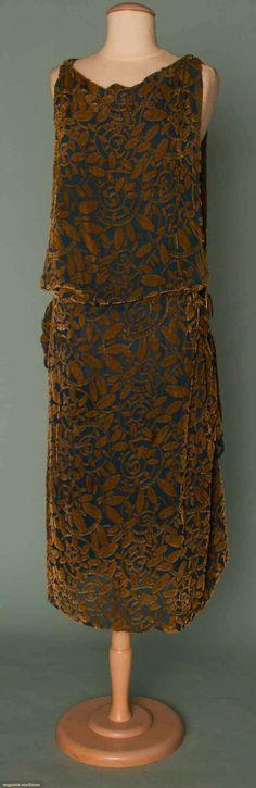 CUT VELVET PARTY DRESS, c. 1923