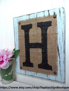 Letra del monograma arpillera muestra, polvo azul, su elección de la carta, las letras H, G, L, R, S, N, C, M o cualquier letra del alfabeto