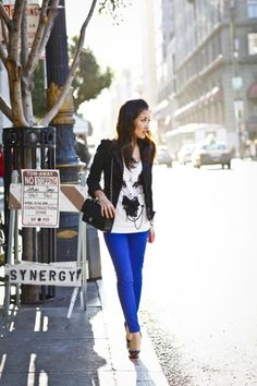 How to wear bright blue skinnies:  Loving the bright blue jeans right now, throw on a white logo top, and black blazer and you're set <3