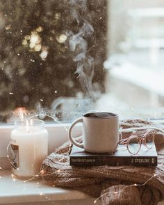 Image about fashion in ❄Winter&Christmas❄ by 민아? Cozy Aesthetic, Autumn Aesthetic, Aesthetic Photo, Aesthetic Pictures, Aesthetic Themes, Autumn Photography, Book Photography, Flatlay Instagram, Autumn Fashion Grunge