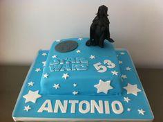 Tarta personalizada y decorada con el personaje de Darth Vader de Star Wars elaborada por TheCakeProject en Madrid