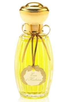 cypress, grapefruit, lemon, sicilian lemon, citron, mandarin orange, aldehydes and ylang-ylang. This perfume is the winner of award FiFi Award Hall Of Fame 2008.