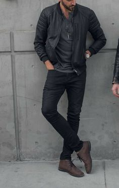 What to wear to a show and drinks – men's casual outfit ideas – black jeans brown boots – leather bomber jacket Você Estilo Masculino. Outfit Jeans, Bootfahren Outfit, Black Jeans Outfit Winter, Black Outfit Men, Dress Black, Black Men, Outfit Hombre Casual, Casual Summer Outfits, Dress Casual