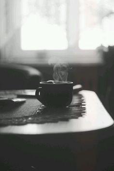 """:)  """"Zaraz zrobimy kawę. Wprawdzie nie mam kawy, filiżanek i pieniędzy, ale od czego jest nadrealizm, metafizyka, poetyka snów."""" /T.Różewicz"""