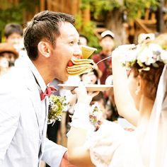幸せいっぱい♡ウェディングのファーストバイトの写真は結婚式の大切な思い出。記念に残したいブライダルフォトの一覧をまとめました♪