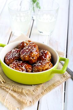 Teriyaki Chicken Meatballs are a quick family meal. Served with rice or in lettuce cups for an easy dinner. Chicken Recipes Thermomix, Pork Recipes, Cooking Recipes, Recipies, Lunch Recipes, Dinner Recipes, Sesame Chicken, Teriyaki Chicken, Quick Family Meals