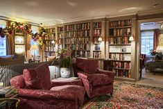 Heywood Hill, the Legendary London Bookshop Outfitting the World's Best Private Libraries - Architectural Digest Home Libraries, Public Libraries, Book Cafe, House On A Hill, Cozy Room, London Photos, Architectural Digest, Home Decor Kitchen, New Homes