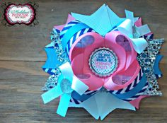 ¸.·´¸.·*´¨) ¸.·*¨)♥♥ (¸.·´This bottle cap boutique bow is about 5 inches at it's widest. It comes on your choice of clip. Please indicate clip choice, otherwise I'll mail it with an alligator clip.  ♥Interested in a custom necklace? I have a wide variety of beads, so please send me a message a...