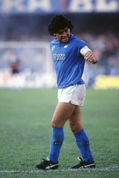 Maradona at Napoli God Of Football, Football Icon, Best Football Players, Football Uniforms, Football Photos, World Football, Sports Photos, Soccer Players, Football Soccer
