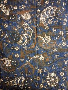 Batik origin are unknown could be solo or north part of java,very unique design,year betwen 1940~1950,color sogan.