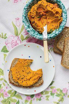 Pasta kanapkowa z marchewki, przepis na: http://www.werandacountry.pl/przepisy/przepis/1466-pasta-kanapkowa-z-marchewki-pieczonej Tekst i zdjęcia: Alicja Rokicka/Blog Wegannerd.blogspot.com #pasta #kanapki #marchew #wege #przepisy #kulinaria #kuchnia #gotowanie #zdrowe #fit #pomysły