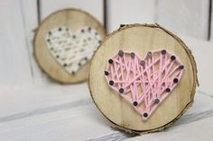 DIY sweet gift for Valentine's Day, Mother's Day or as a decoration: Tree disc with heart in string Art ♡ - Geschenk - Valentinstag Valentine Tree, Valentine Day Crafts, Diy Tree, String Art Diy, Saint Valentin Diy, Valentines Bricolage, Tree Slices, Diy Crafts To Do, Creative Crafts