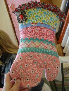 An oven mitt from Bee in my Bonnet blog!