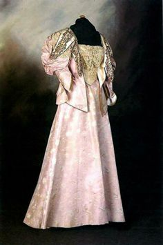 1896 Dress for the Mayoress of Hull, Britain, Mme. E. Clapham. Lilac silk brocade with leg o'mutton sleeves. Trimmed with lace around bodice and sleeves. Hull Museums via mylearning.org.