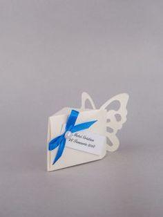 Marturii de nunta cutiute albe cu fluturas decupat