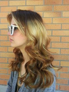Splashlights on wavy hair: http://beautyeditor.ca/2013/12/02/splashlights-hair-trend/
