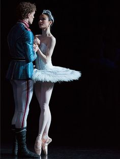 Adam Bull and Amber Scott in Swan Lake. Photo by Lynette Wills.