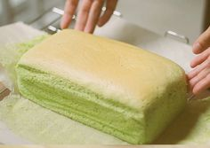 Bolu Pandan Menul-menul Pastry Recipes, Cake Recipes, Snack Recipes, Dessert Recipes, Cooking Recipes, Pandan Chiffon Cake, Pandan Cake, Asian Desserts, Just Desserts