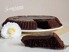 Oggi vi presento una crostata morbida cioccolatosa molto buona e golosa,perfetta per tutti,anche per gli intolleranti al glutine..