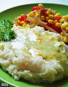 "Recipe | How to Make ""Skinny"" Mashed Potatoes ~ Mashed cauliflower has only a fraction of the calories of mashed potatoes. And many people say that it's nearly impossible to taste the difference. Try adding garlic as a flavor variation."