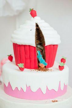 sweet idea...cupcake pinata cake...