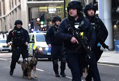 Armed police with dogs patrol along Cannon Street in central London, on November 2019 after reports of shots being fired on London. Narwhal Tusk, London Stock Exchange, Jeremy Corbyn, Criminology, Boris Johnson, London Bridge, Police Officer, News Breaking, Spiegel Online