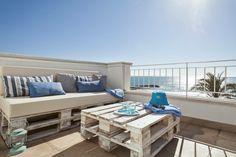 balkon gestalten balkonmöbel europaletten diy möbel ideen laternen