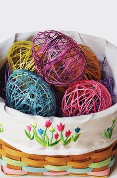 DIY Yarn Art // Open Yarn Egg with Candy