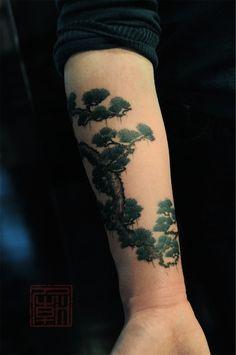 bonsai-tree-by-Joey-Pang-Hong-Kong-China-tree-tattoos.jpg (398×600)