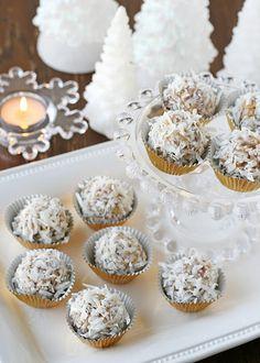 coconut snowballs - simply stunning! Christmas Desserts, Christmas Treats, Christmas Baking, Christmas Cookies, Xmas Food, Christmas Foods, Holiday Baking, Christmas Candy, White Christmas