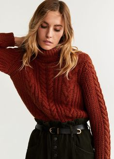 Mango just created such a chic jumper and all our favourite influencers have been wearing it. See and shop the look here. High Street Fashion, Gros Pull Oversize, Gros Pull Long, Pull Torsadé, Outfits Mujer, Mango Fashion, Ideias Fashion, Knitwear, Cool Outfits