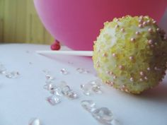 Have you ever had lemon  honey vanilla cake pop? It is delicious and possible with our Candy Bar.