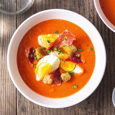Salmorejo is a traditional Spanish recipe, similar to gazpacho. This chilled tomato soup is topped with crispy Serrano ham and boiled eggs. Tapas Recipes, Easy Soup Recipes, Asian Recipes, Mexican Food Recipes, Cooking Recipes, Healthy Recipes, Ethnic Recipes, Healthy Food, Spanish Recipes