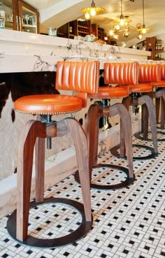 super ideas for kitchen bar stools ideas marble countertops Bar Restaurant, Restaurant Design, Living Room Kitchen, New Kitchen, Kitchen Tips, Bar Furniture, Kitchen Furniture, Paint For Kitchen Walls, Floors Kitchen