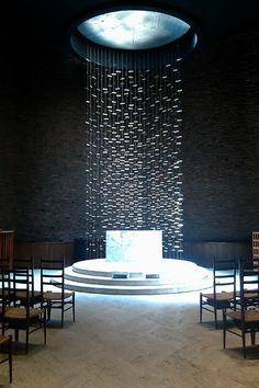 MIT Kresge Chapel, designed by Eero Saarinen in 1955. (The full length metal structure is by Henry Bertoia)