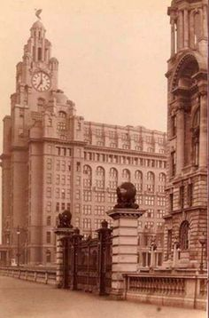 With photos from the onwards, Liverpool Then And Now is a gorgeous celebration of the city. Liverpool Town, Liverpool History, Liverpool Football Club, The Good Old Days, The Good Place, Photo Slider, Then And Now Photos, World Trade, Old Postcards