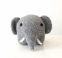 Haeklet-graa-elefant-forfra_small-free pattern in English, Spanish, and Danish - crochet elephant Crochet Wool, Diy Crochet, Crochet Baby, Amigurumi Doll, Amigurumi Patterns, Crochet Patterns, Crochet Elephant, Elephant Pattern, Amigurumi For Beginners