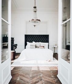 50 Best Bedroom Interior Design Ideas With Luxury Touch. A number of interior designers have had successes from previous designs that capture the plain white room into something that can distract . Modern Master Bedroom, Master Bedroom Design, Dream Bedroom, Home Bedroom, Bedroom Black, Bedroom Ideas, Trendy Bedroom, Bedroom Designs, Large Bedroom
