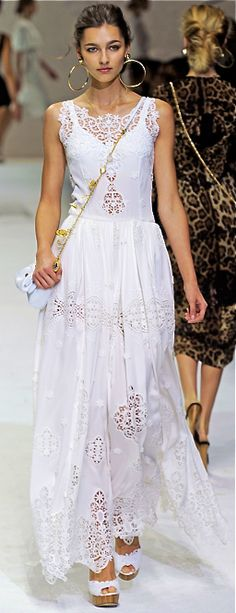 Celebrities who wear, use, or own Dolce & Gabbana Spring 2011 RTW Eyelet Lace Gown. Also discover the movies, TV shows, and events associated with Dolce & Gabbana Spring 2011 RTW Eyelet Lace Gown. Runway Fashion, Boho Fashion, Fashion Show, Trendy Fashion, Fashion Clothes, Milan Fashion, Street Fashion, Fashion Dresses, Fashion Trends