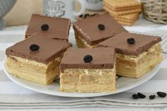 L' Eclaire alla crema caffe e' un dessert molto fresco semplice da preparare eperfetto nella forma, ha pochi ingredienti e quindi lo farete molto velocemente