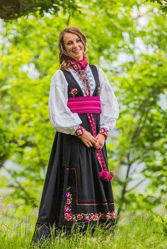 Konfirmasjonsbilde Traditional Outfits, Senior Pictures, Photo Ideas, Victorian, Dresses, Style, Fashion, Vestidos, Swag