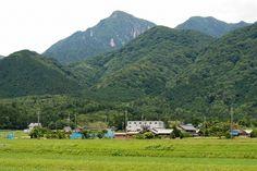 菰野町千草地区  御在所岳を望む  平成24年6月17日撮影