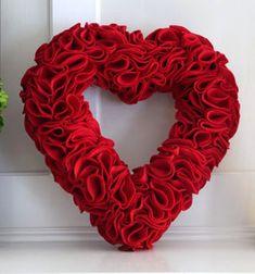 Easy DIY felt heart wreath - Valentine's day decor // Egyszerű szív koszorú filcből (vagy arclemosó korongból) // Mindy - craft tutorial collection // #crafts #DIY #craftTutorial #tutorial